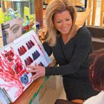 Aloha Hair Inhaberin Sandra Hofsäß im Gespräch mit einer Kundin